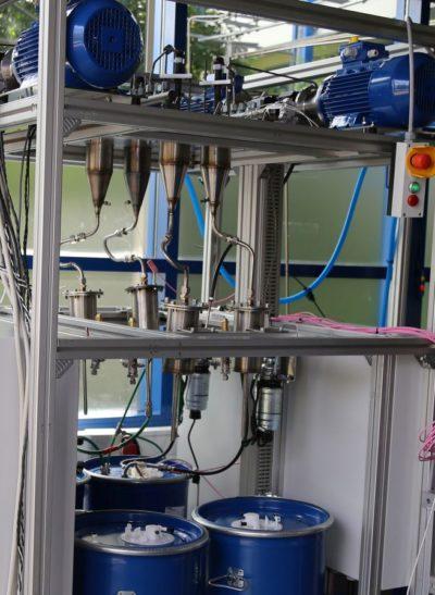 HiL-Prüfverfahren: Prüfstand mit integriertem Common-Rail-System zum Test von Dieselinjektoren Kraftstoffen und Additiven.
